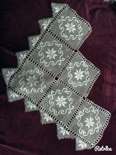 Bohça Needle Lace, Bargello, Filet Crochet, Pedi, Knots, Needlework, Diy And Crafts, Crochet Table Runner, Farmhouse Rugs
