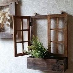 セリア、ダイソーのアイテムを組み合わせて、置いても、壁デコにも使える窓枠風のボックスを作りました! 窓もちゃんと開きます♪