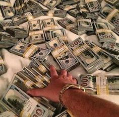 Let's all makes riches. Invest for better a future. Make Money Online, How To Make Money, Argent Paypal, Der Handel, Money Stacks, My Money, Cash Money, Lots Of Money, Investing Money
