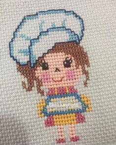 Sen ne tatlış sevimli 👩🍳👩🍳aşçı kız oldun öyle 😊😊. . . . Sipariş için mesaj lütfen 🙏. . 150₺ ve üzeri siparişlerde kargo ücretsiz 📦📦. . .… Cross Stitch Cards, Cross Stitching, Cross Stitch Embroidery, Embroidery Patterns, Cupcake Cross Stitch, Cross Stitch Baby, Baby Knitting Patterns, Crochet Patterns, C2c Crochet