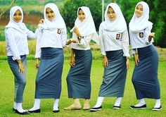 Muslim Girls, Muslim Women, Graffiti Font, Indonesian Girls, School Uniform Girls, Beautiful Hijab, Covergirl, Harem Pants, Female