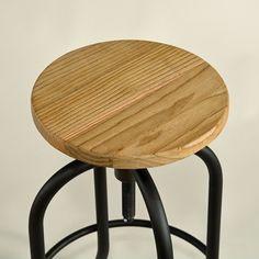 Studio-Barhocker Industrial Style Vintage design - Bar stool studio vintage industrial Metal Bar Stool wooden seat #Design, #HomeDecor, #InteriorDesign, #Style, #Industrialstyle, #BarStool, #BarHockerStudio-Barhocker