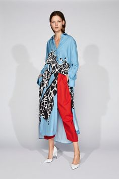 Krizia Resort 2019 Fashion Show Collection Krizia Resort 2019 – Vogue the is Fashion Casual, Trendy Fashion, High Fashion, Fashion Outfits, Womens Fashion, Fashion Trends, Dress Fashion, Affordable Fashion, Fashion Ideas