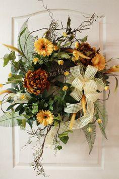 Perfect arrangement for a front door!!! Cheerful design!!! Bebe'!!! Very welcoming!!!