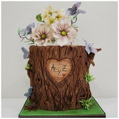 Hochzeitstorten baumstamm Nature at its best - tree bark, flowers amp; butterflies - Cake by Ponona Cakes - Elena Ballesteros Cake Icing, Cupcake Cakes, Cupcakes, Eat Cake, Wedding Cake Rustic, Rustic Cake, Wedding Cakes, Butterfly Cakes, Butterfly Decorations