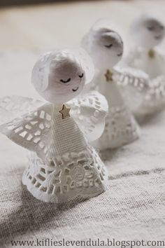 Again, it is that joy time of the year when you want to gather your family, especially your children to craft some décor or gifts. Paper Doily Crafts, Doilies Crafts, Diy Arts And Crafts, Crafts To Make, Crafts For Kids, Christmas Makes, Christmas Crafts, Christmas Decorations, Christmas Angel Ornaments