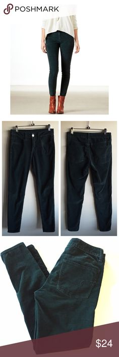 """AEO hunter green high rise cord jeggings Dark hunter green super stretch corduroy  jeggings. 14"""" across waist, 9"""" rise and 28.5"""" inseam. Great condition! Some pilling inside waist band but not noticeable when worn! American Eagle Outfitters Pants Skinny"""