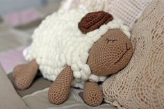 Crocheted lamb cushion pattern