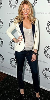 Looking back at inspiring styles from Fall 2008 - Blake Lively pairs a Smythe blazer with a simple jean - image source: citycatwalk.blogg.se