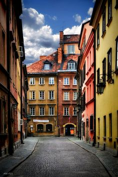 "Old Town - Warsaw, Poland • ""Streets of the old Warsaw I"" by Viktor Korostynski on http://500px.com/photo/7514023"