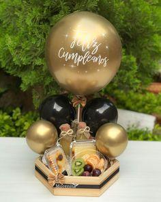 Candy Bouquet Diy, Food Bouquet, Diy Birthday Box, Birthday Gifts, Baby Shower Balloons, Birthday Balloons, Balloon Decorations, Birthday Decorations, Flower Box Gift