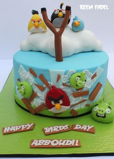 Another great Angry Birds cake.