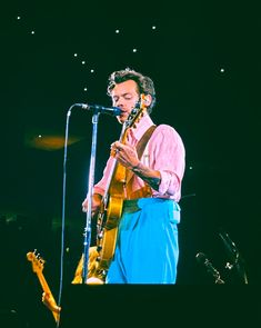 September 17, Violin, Philadelphia, Music Instruments, Tours, Concert, Harry Styles Photos, Musical Instruments, Concerts