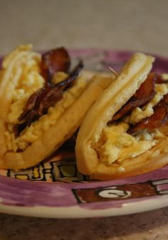 Using a crisp Eggo Waffle, scrambled eggs, bacon and syrup, you can create this amazing Eggo Breakfast Taco recipe. Breakfast has never been better! Recipe courtesy of Jaden Heller. Breakfast Plate, Breakfast Tacos, Breakfast Time, Breakfast Recipes, Breakfast Ideas, School Breakfast, Waffle Taco, Yummy Drinks, Yummy Food