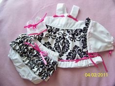 Baby girl black and white damask 4 piece outfit