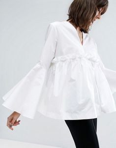 Buy ASOS WHITE Ruffle Yoke Bell Sleeve Top at ASOS. Get the latest trends with ASOS now. Nyfw Street Style, Autumn Street Style, Moda Minimal, Style Minimaliste, Moda Chic, White Shirts, Minimal Fashion, White Tops, Blouses For Women
