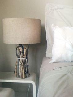 ave money with these cozy rustic home decor ideas! From DIY furniture to DIY wall art, there are over 100 DIY home decor ideas on a budget to choose from Easy Home Decor, Cheap Home Decor, Driftwood Table, Driftwood Ideas, Driftwood Projects, Driftwood Wreath, Diy Casa, Deco Originale, Ideias Diy