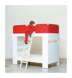 Kajütenbett: Schlafwagen. Sandwich. Turm. Doppelstockbus. Tiramisu. Bett + zwei Regale + Leiter + Blenden = ein Kajütenbett. Die untere Koje wird durch die Regale in eine gemütliche Schlafhöhle verwandelt. Farbige Stoffaufsätze dienen als Ausrollschutz. Regale rückseitig auch mit Wandtafelfarbe lackiert erhältlich. Desk, Tiramisu, Furniture, Home Decor, Board, Kid Furniture, Infant Bed, Ladder, Shelving
