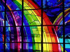 #StainedGlass window #Rainbow Mosaic Art, Mosaic Glass, Leaded Glass, Stained Glass Projects, Stained Glass Art, Stained Glass Windows, Arc En Ciel, Arco Iris, Ramen