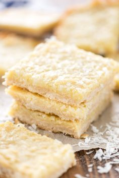Gooey Coconut Pie Bars - this easy bar recipe has a shortbread crust topped with a gooey coconut filling. The perfect gooey coconut bar! Coconut Bars, Coconut Recipes, Coconut Cream, Triple Sec, Mini Cupcakes, Coconut Cupcakes, Coconut Frosting, Cheesecake Cupcakes, Mojito