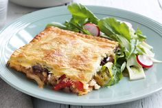 Savour the sweetness of slow-cooked onions, grilled capsicum and fruity kalamatas in this pizza-style pie. Cheese Pie Recipe, Cheese Pies, Goat Cheese, Supper Recipes, Pie Recipes, Savoury Slice, Savoury Tarts, Butter Puff Pastry, Onion Pie