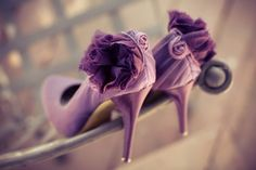 Pantone Color Of The Year 2014 : Radiant Orchid - Purple wedding shoes Purple Bridal Shoes, Gold Wedding Shoes, Wedding Sneakers, Purple Heels, Purple Lilac, Shades Of Purple, Wedding Bride, Wedding Pumps, Wedding Shit