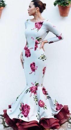 Spanish style – Mediterranean Home Decor Spanish Fashion, Spanish Style, Flamenco Dancers, Flamenco Dresses, Church Outfits, Gothic Fashion, Pretty Dresses, Plus Size Fashion, Glamour
