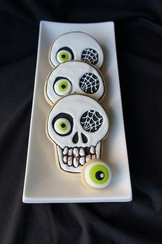 """spookyloop: """" Skull cookies by Monteral Confections Instructions here. """""""