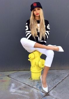 Snapback Hat Outfit. Urban Fashion. Hip Hop Fashion. Swag. Dope. Hip Hop Outfit. Pia Mia Style #UNIQUE_WOMENS_FASHION