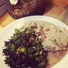 Mushroom biscuits and gravy {vegetarian recipe} Vegetarian Biscuits And Gravy, Mushroom Gravy, Palak Paneer, Vegetarian Recipes, Stuffed Mushrooms, Pork, Vegan, Breakfast, Ethnic Recipes
