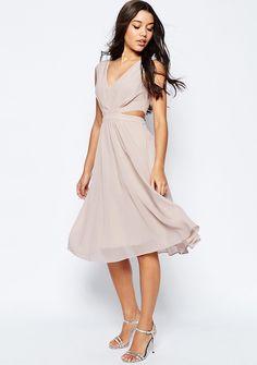 Was soll ich bloß am Standesamt tragen: Kostüm? Kleid? Dirndl? Jumpsuit? Wir haben wunderschöne Inspirationen für Brautkleider für das Standesamt.