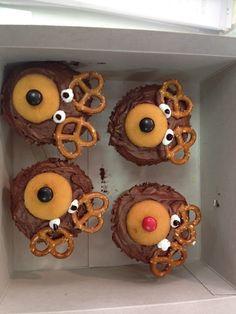 Christmas cupcakes reindeer cooking-craft-and-fun-ideas-for-school Reindeer Cupcakes, Christmas Cupcakes, Christmas Desserts, Holiday Treats, Christmas Treats, Holiday Recipes, Christmas Holidays, Bear Cupcakes, Xmas