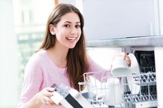 17 Unusual Things You Can Clean in a Dishwasher Best Dishwasher, Dishwasher Detergent, Household Cleaning Tips, Cleaning Hacks, Household Chores, Kitchen Safety Tips, Modern Dishwashers, Clean And Shiny, Appliance Repair