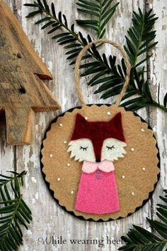 Felt Woodland Animal Ornament Tutorials with free printable patterns: deer, fox, raccoon, hedgehog, pig, owl, monkey, bunny.
