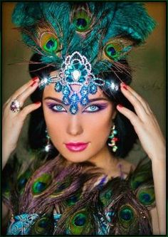 Beautiful Peacock Inspired Headdress With Crystals & Feathers Beautiful Gif, Beautiful Pictures, Beautiful Women, Gif Bonito, Exotic Women, Gif Pictures, Angel Pictures, Native American Indians, Female Art