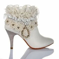 Leather Pearls Lace Crystal Flowers White Boots Bridal Shoes Fabulous for a winter wedding. Pretty Shoes, Beautiful Shoes, Cute Shoes, Me Too Shoes, Steampunk Wedding Dress, Outfit Designer, Leather High Heels, White Leather, Wedding Boots