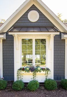 house flower boxes 266556871682863350 - Fall cabbage and kale window box idea Flower box ideas Source by krinze House Paint Exterior, Exterior Paint Colors, Exterior House Colors, Exterior Design, Exterior Windows, Fall Window Boxes, Window Box Flowers, Fall Flower Boxes, Front Porch Flowers