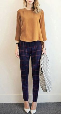 15 Plaid Pants Ensembles Anyone Can Rock Take a look at the different ways to stylize plaid pants outfits for any occasion! The post 15 Plaid Pants Ensembles Anyone Can Rock & Fashion appeared first on Plaid pants . Business Dress, Business Outfits, Office Outfits, Casual Outfits, Cute Outfits, Work Outfits, Office Attire, Business Attire, Business Casual