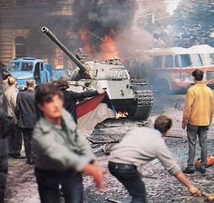 August Soviet led Warsaw Pact forces invade Czechoslovakia to put an end to the uprising known as Prague Spring, uncredited photo. World History, World War Ii, European History, Mexico 68, Prague Spring, Warsaw Pact, War Photography, Korean War, Soviet Union