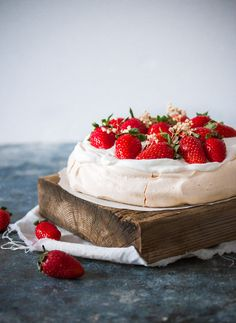 Crisp on the outside and soft on the inside, this pavlova is a simple show-stopper meringue-based cake. Every bite will melt in your mouth! #recipe