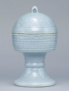 A clair-de-lune glazed dou, Qianlong impressed six-character seal marks and of the period (1736-1795)