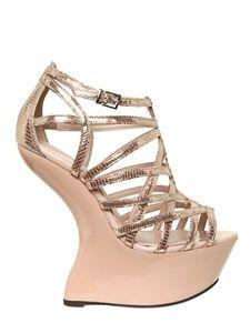 Carvela LUISAVIAROMA Automne-Hiver 2012 Carvela Kurt Geiger, Patent Leather, Leather Wedges, Spike Heels, Luxury Shop, Shoe Game, Wedge Sandals, Designer Shoes, Me Too Shoes