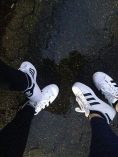 Image via We Heart It https://weheartit.com/entry/175630741/via/21928068 #adidas #friends #girl #jeans #outfit #rain #road