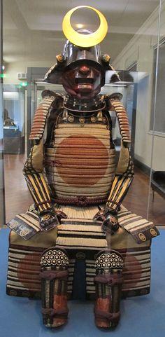 Periodo edo, armatura di tipo gusoku, XVII sec - 松平家乗 - Wikipedia Samurai Helmet, Samurai Armor, Protection Symbols, Larp Armor, Red Sun, Helmet Design, Ninja, Battle, Old Things