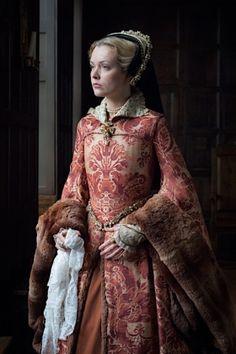 Mary I-Mary Tudor – Richard Jenkins Photography Mode Renaissance, Renaissance Costume, Renaissance Dresses, Renaissance Fashion, Medieval Dress, Medieval Clothing, Tudor Costumes, Period Costumes, Historical Costume