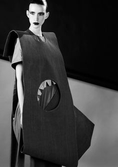 Fashion as Art - layered dress with cut out shapes & graphic silhouette; geometric fashion design // Melanie Pace-Lupi