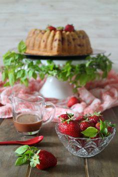 Bundt cake de fresas y vinagre balsámico