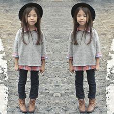 #stealthelook #look #looks #streetstyle #streetchic #moda #fashion #style #estilo #inspiration #inspired #fashionkids #kids #littlefashionistas #chapeu #jeans #bota #sueter #camisaxadrez