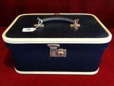 79) A vintage leatherette lockable ladies travel vanity case with key    35x23x17cm Est. £10-£20