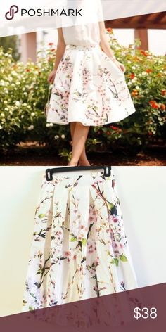 "Floral skirt One size. Fitting from S to L. Elastic band and side zip. Length: 21-22"" waist in normal condition:  13-14"", can be stretched to 17"" Skirts Midi"
